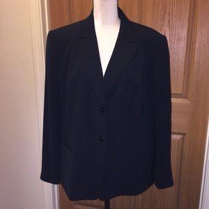 Plus size Tahari Arthur Levine black blazer